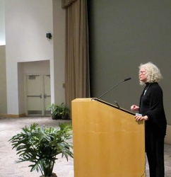 2. Kathleen Hall introducing Joan Steitz.jpg